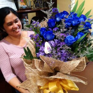 1 dozen imported blue rose 6k bouquet delivery