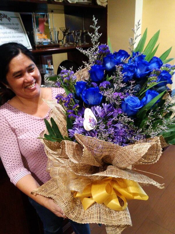 1 dozen imported blue rose 6k bouquet delivery